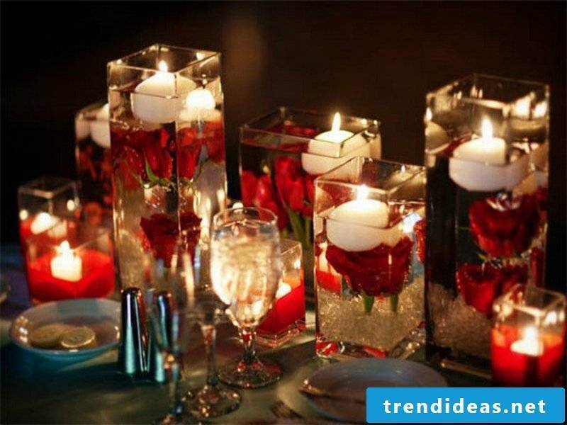 eye-catching table decorations in white and red