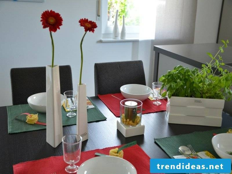 minimalist table decoration from Italy