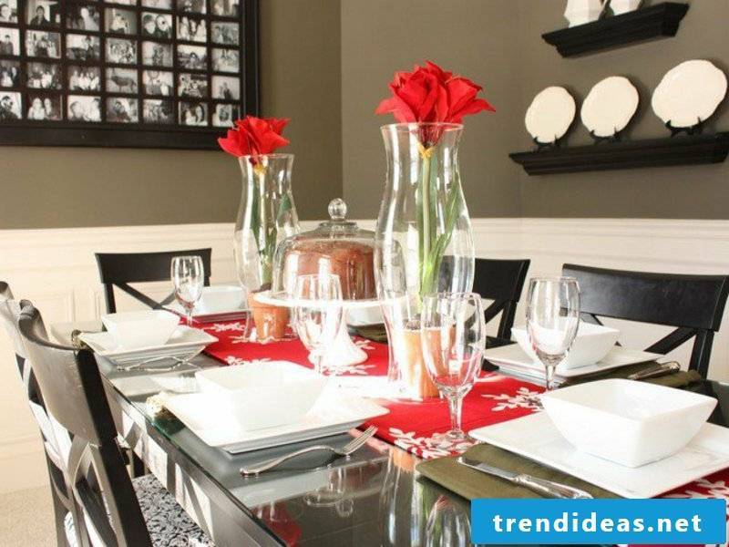 small table decorations with red flowers