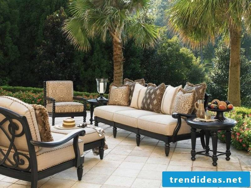 Design garden furniture with a rustic look