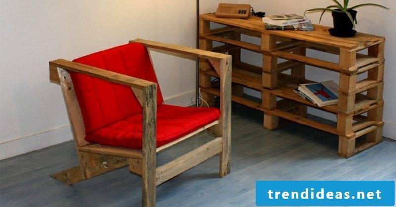 Mini wooden pallet chair