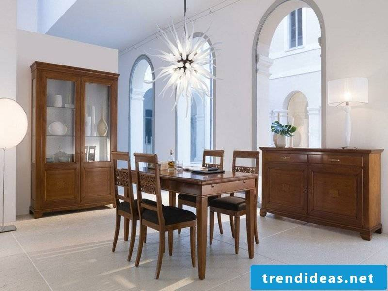 Extravagant star lighting in the dining room