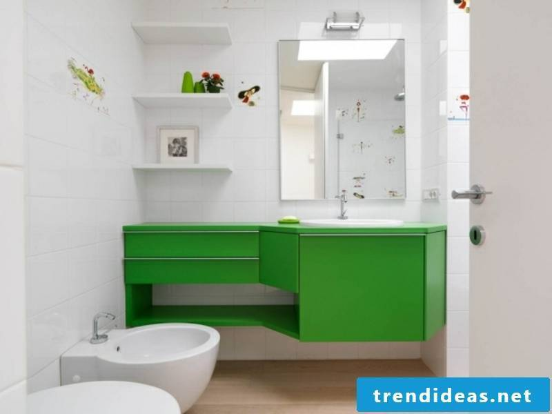 small traumbad with green drawers