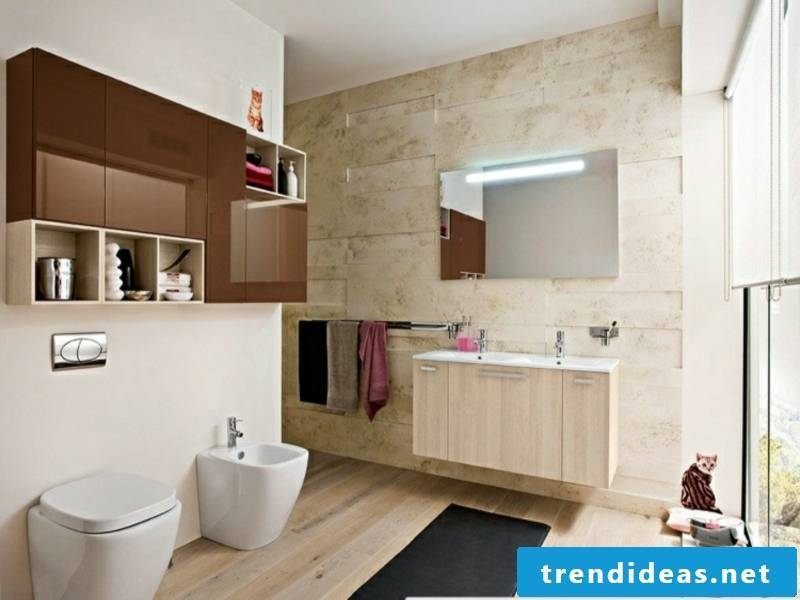 small traumbad with beautiful wooden floor