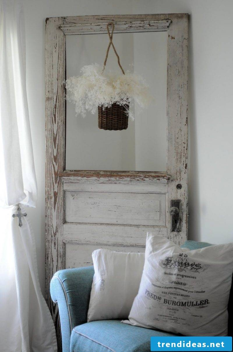 Do it yourself decoration with an old door