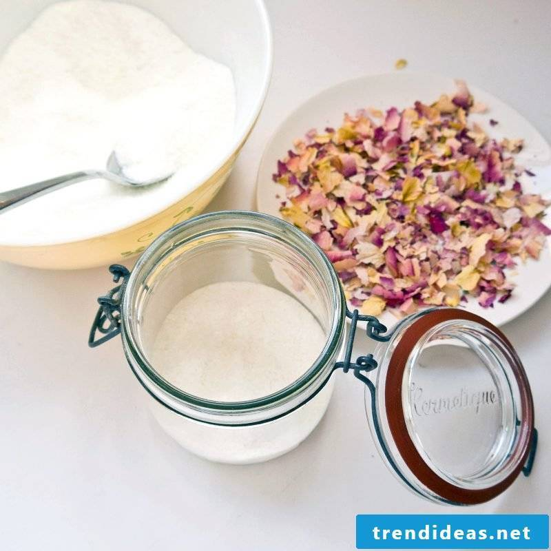 Make DIY bath salt yourself
