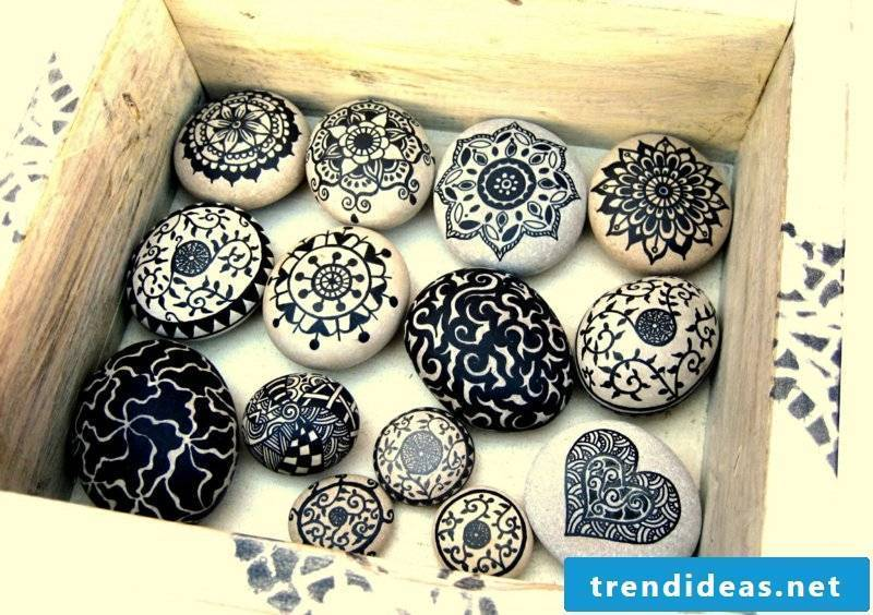 painted stones black and white