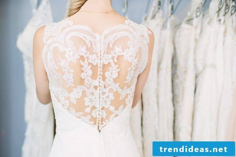 Wedding dress Lace Back - which figure fits?