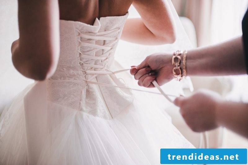 Tips on choosing the right color for bridal gown