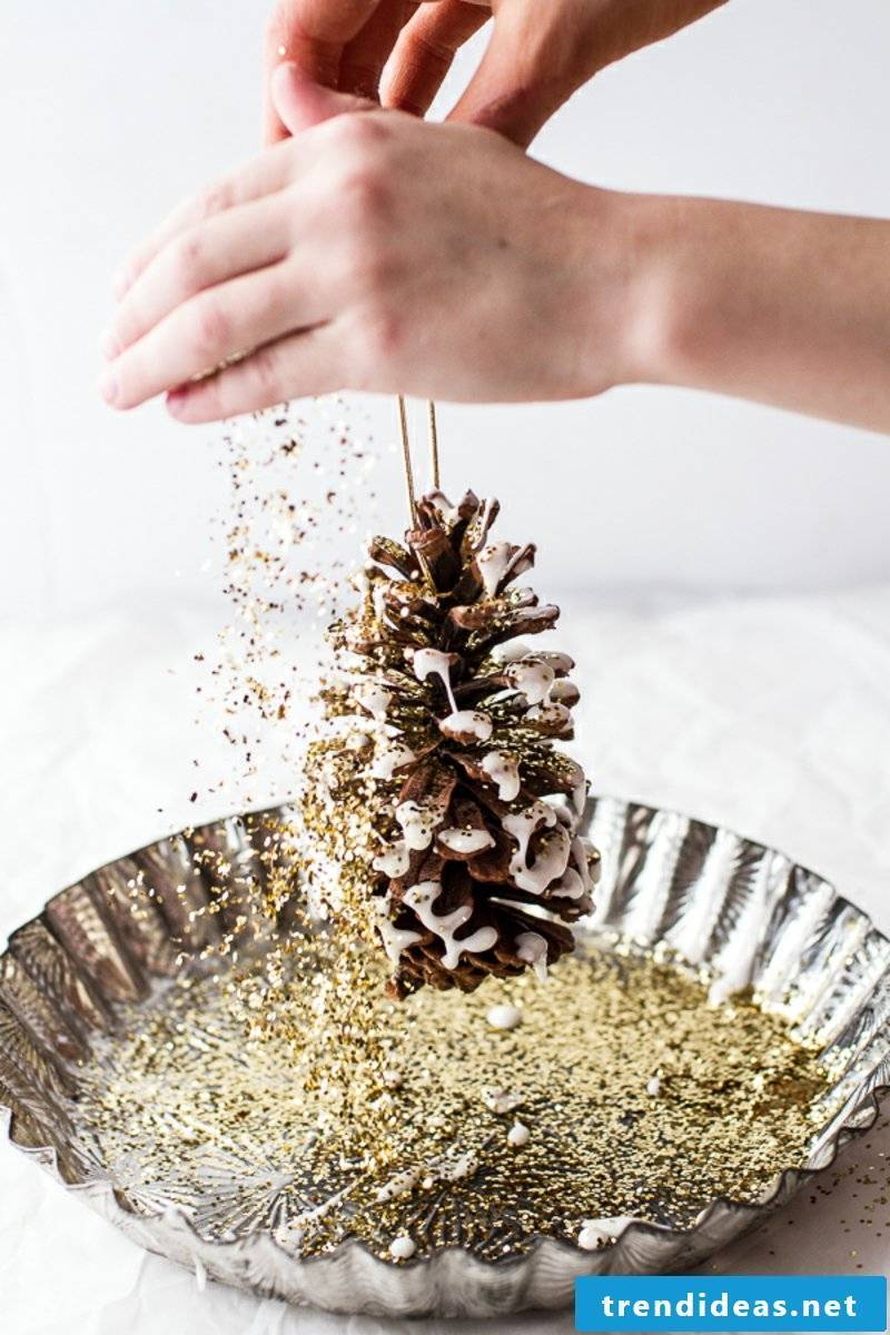 Tinker with pine cones glitter