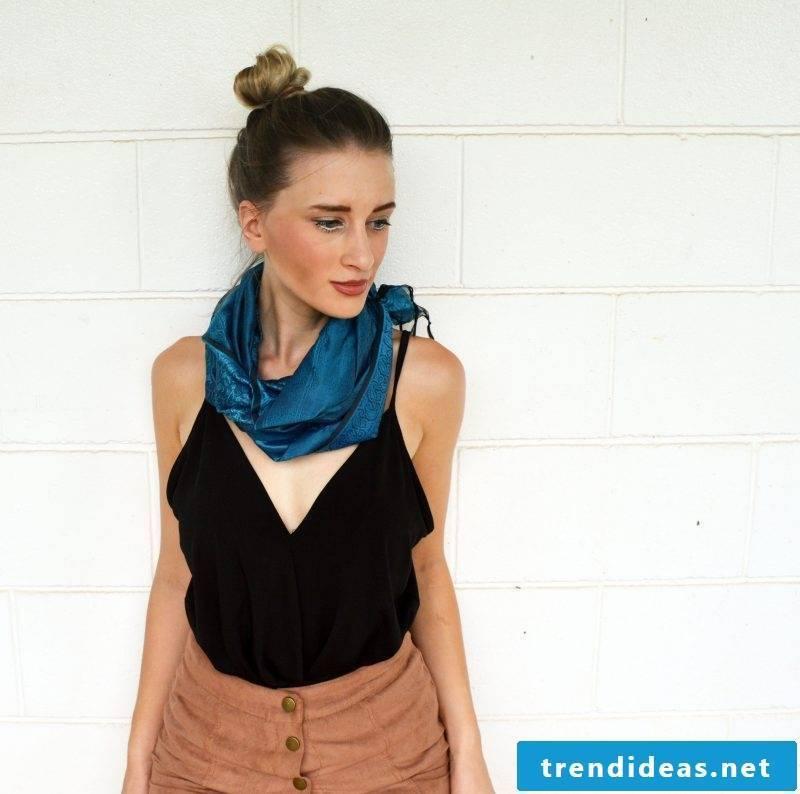 Loop scarf tie step 4