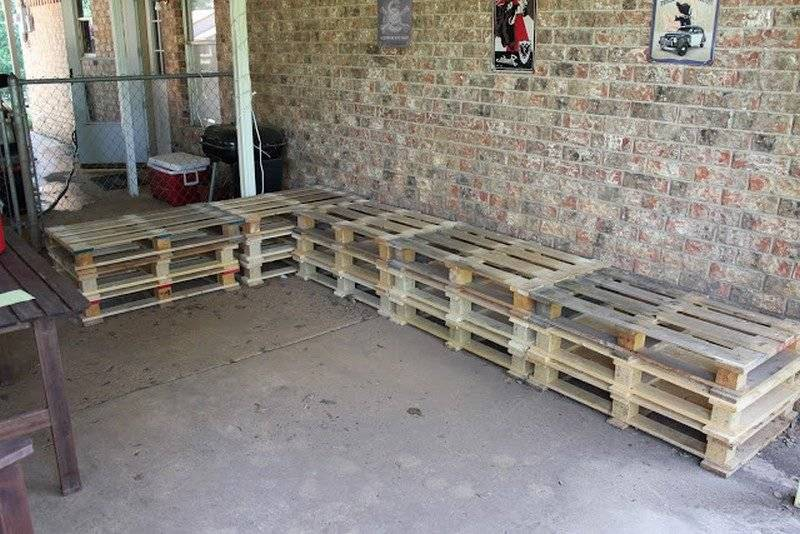 Sofa made of europallets Instructions Step 2