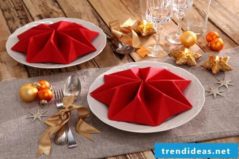 Star napkins are folding for Christmas