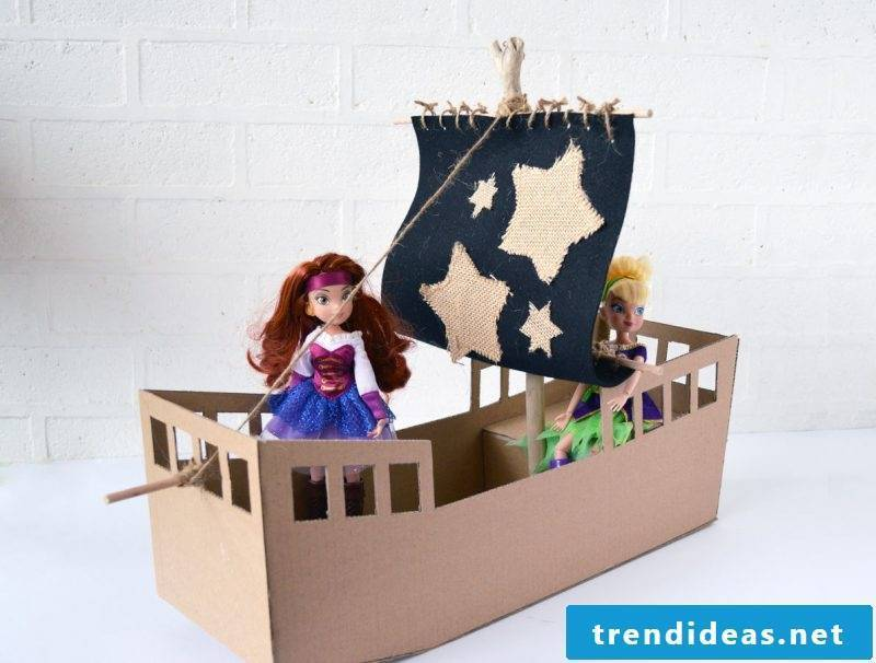 Crafting ideas for children: Make a pirate ship together