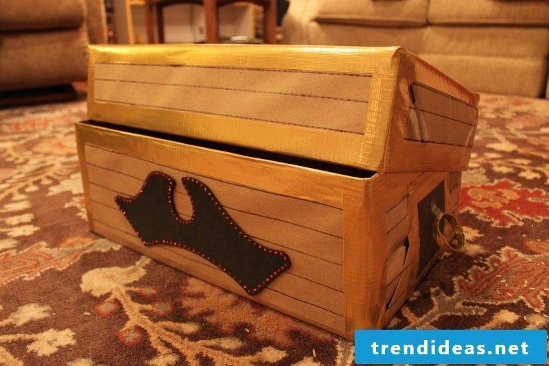 Crafting ideas for children: Every pirate is looking for a treasure, so you should make a treasure chest necessarily