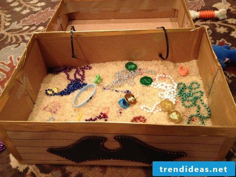 Crafting ideas for children: Feel the treasure chest with great surprises