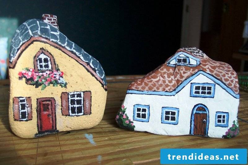 painted stones 2 houses