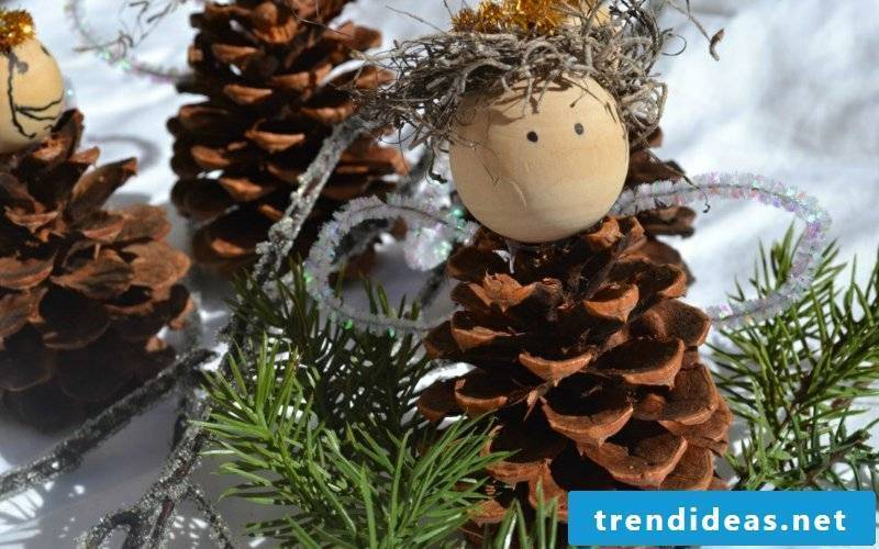 Tinker with pine cones Christmas angels