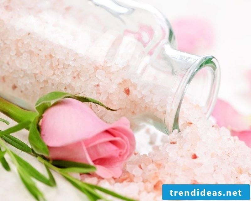 Bath salt itself make pink