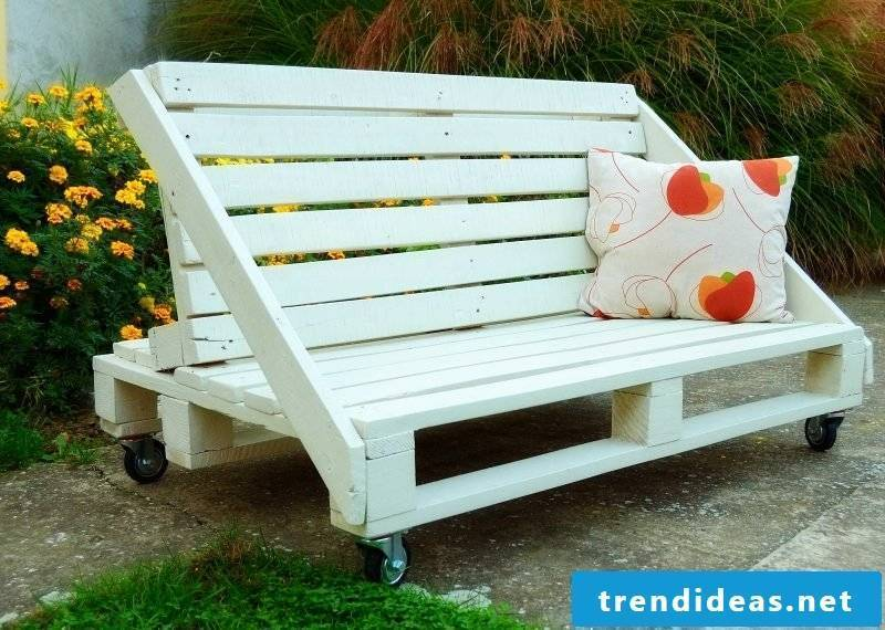 Sofa made of europallets with a creative design