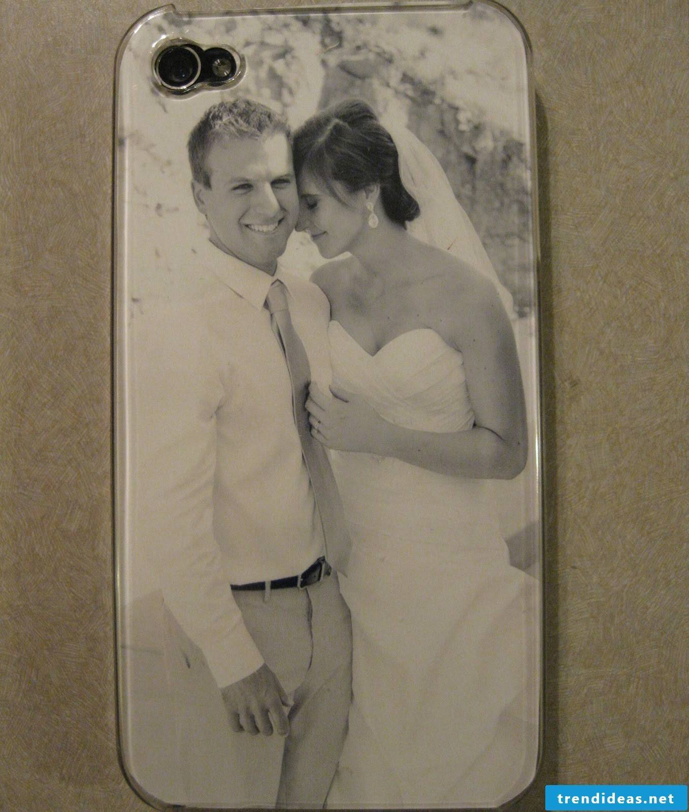 Make your own DIY phone sleeve with a photo: Carry a beautiful memory in your pocket every day