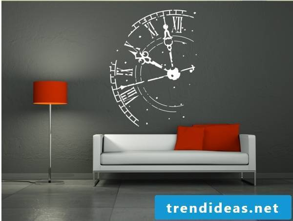Extravagance in the wall clocks in the interior design