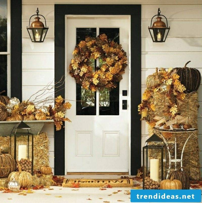 Make your own autumn decoration for the entrance to the house