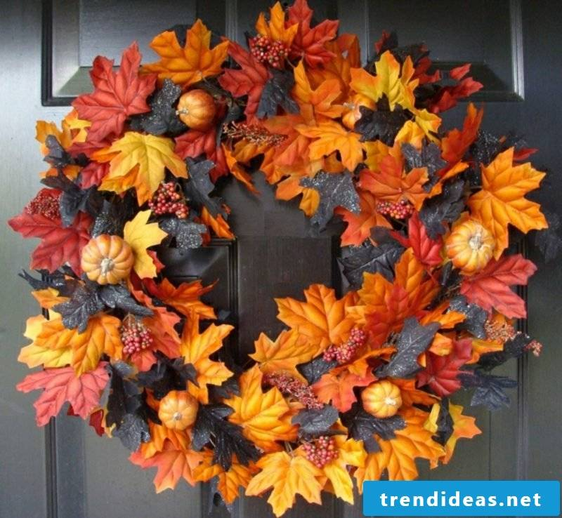 Make autumn decoration for the door entrance Türkranz itself