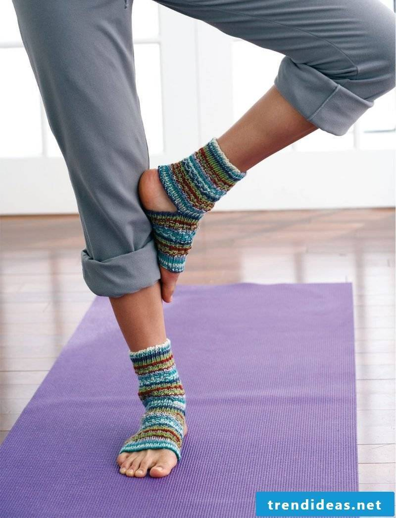 Knitted pattern for socks for yoga training