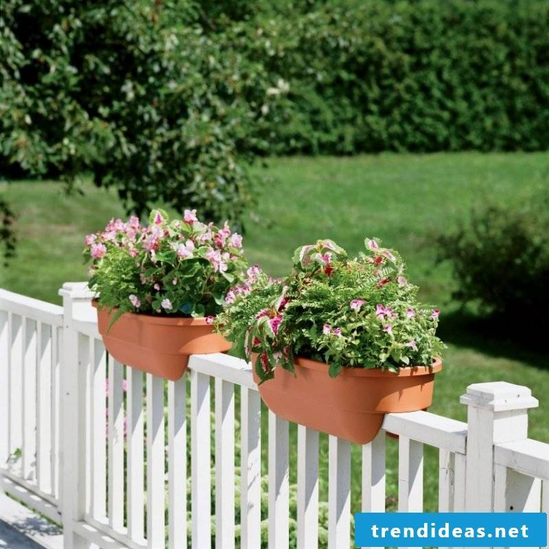 balcony railing white