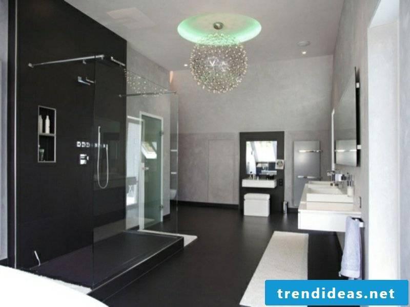 Glass chandelier in the bathroom design
