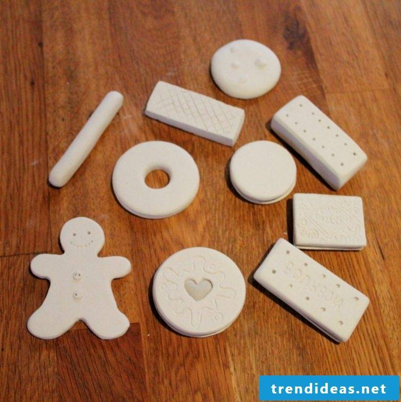 Make figures out of modeling clay yourself