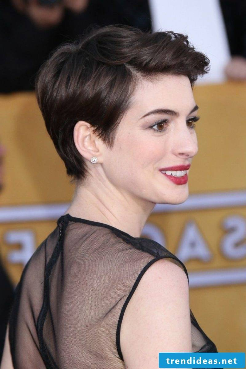 dark brown hair Anne Hathaway short hairstyle with side parting