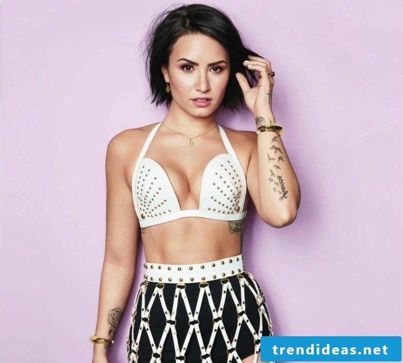 dark brown hair short Demi Lovato
