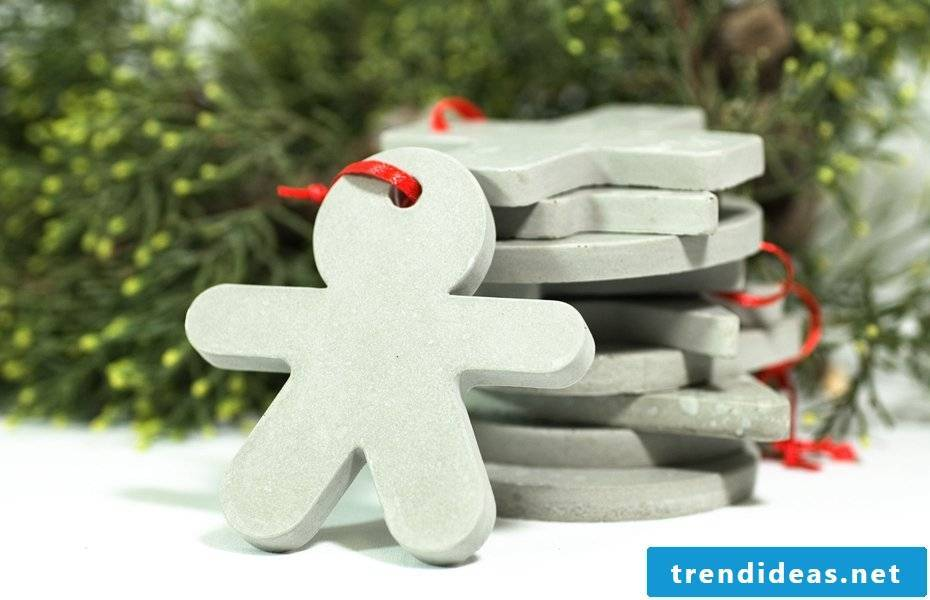 Make concrete Christmas tree decorations with concrete