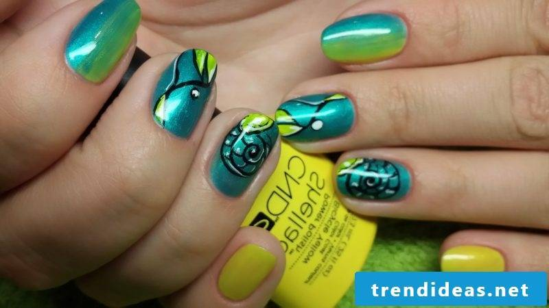Fingernail design green