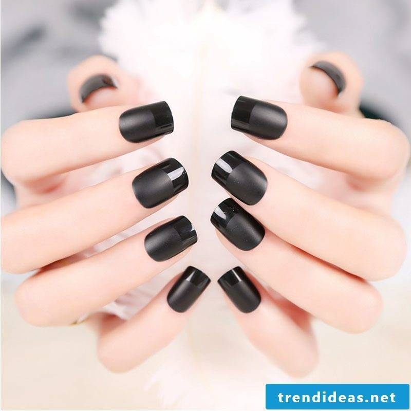 Fingernail Design Black Matt
