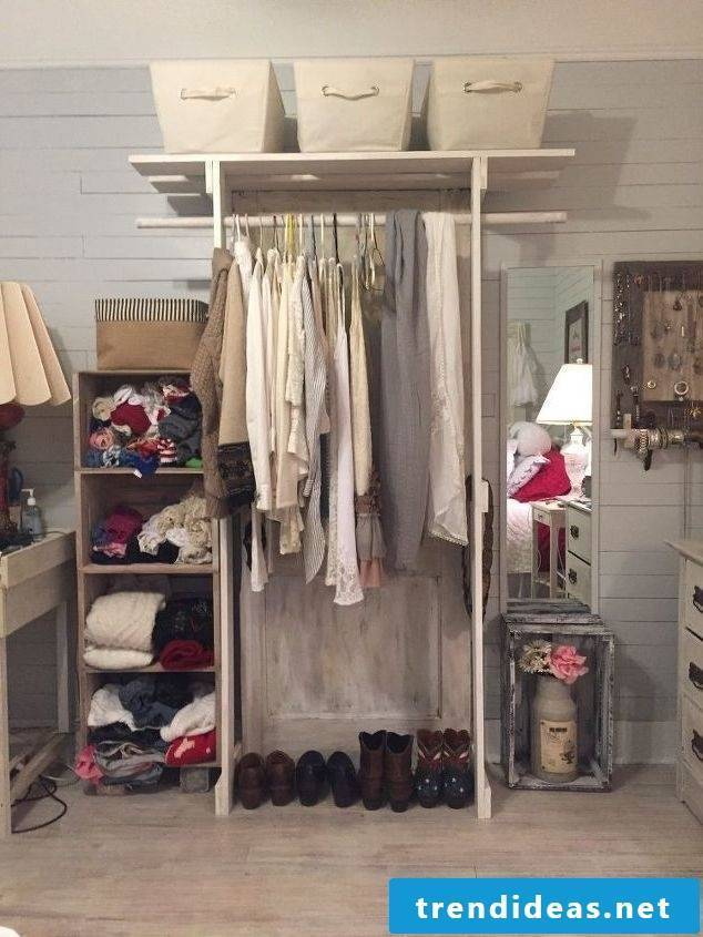Build the wardrobe yourself for more order and storage space