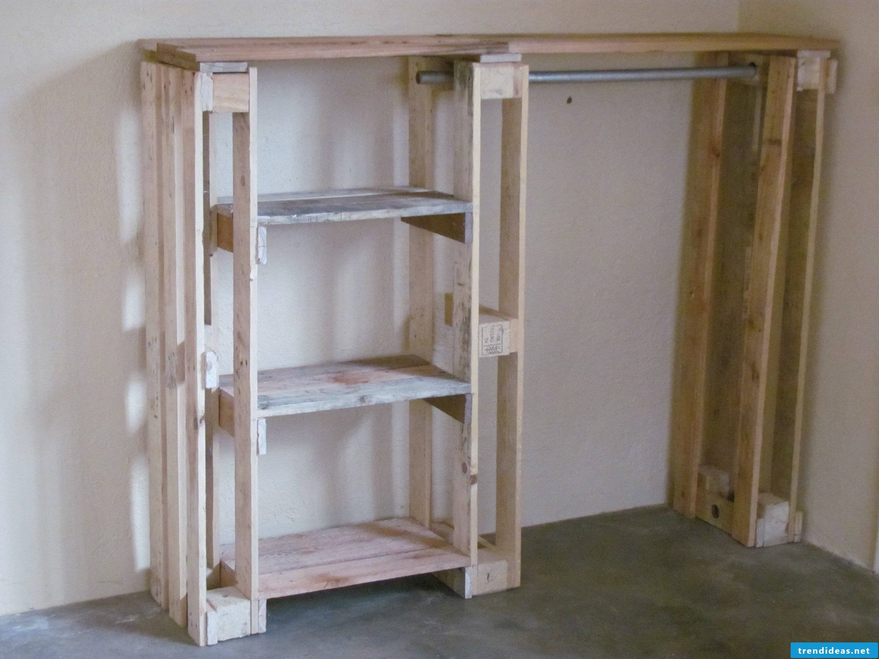 Build wardrobe from pallets yourself