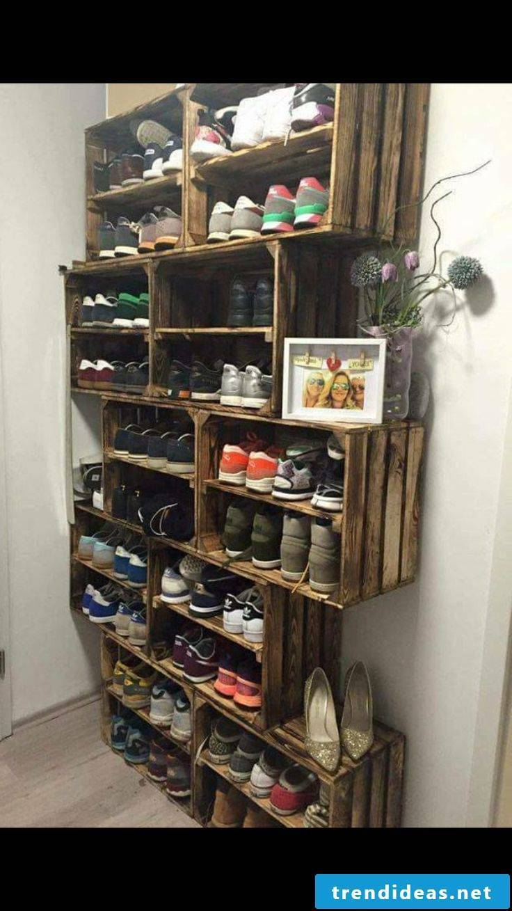 Shoe cabinet made of wooden boxes