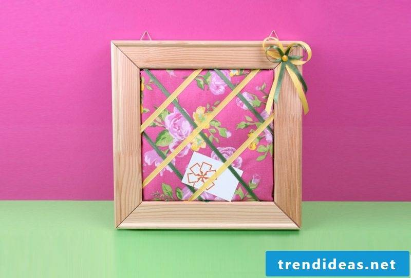 picture frames build themselves pink