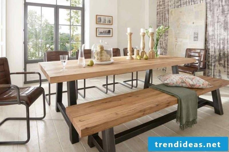 Dining table in solid oak wood