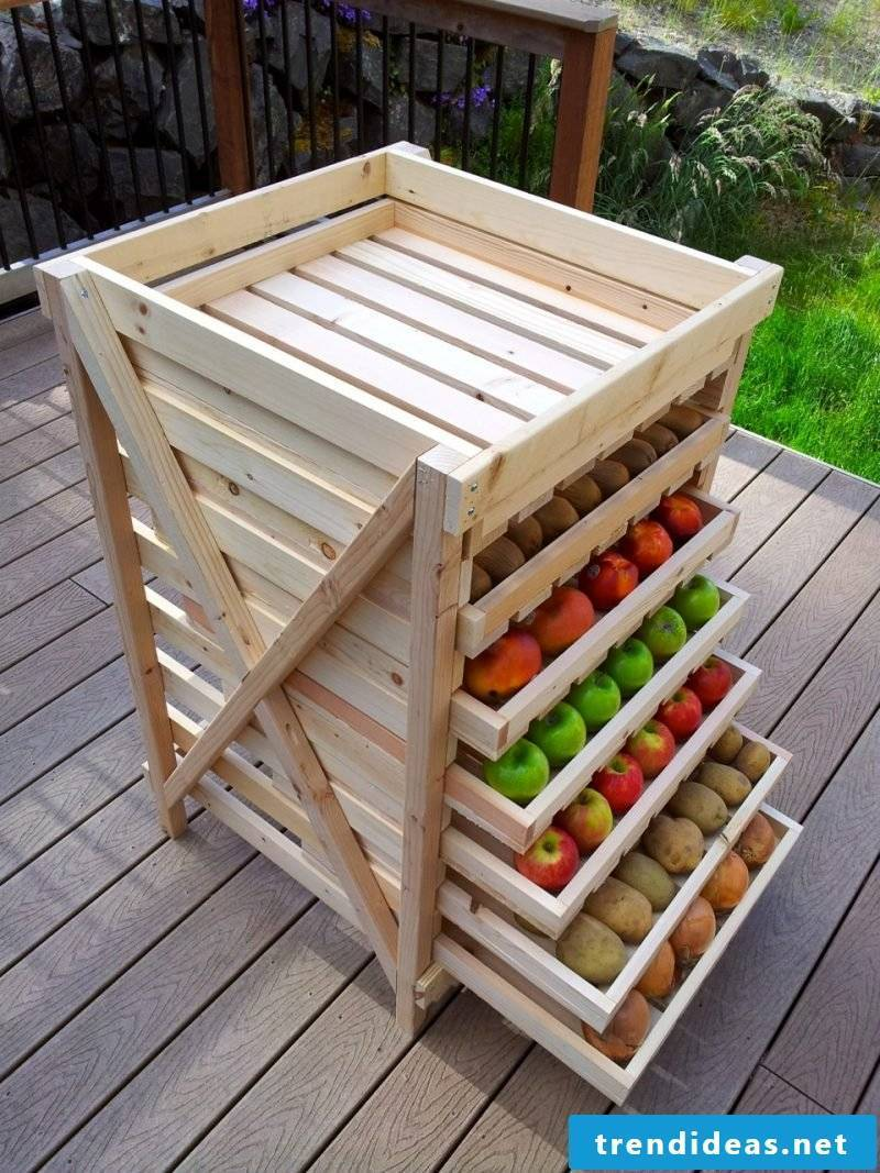 Build your own shelf for the garden