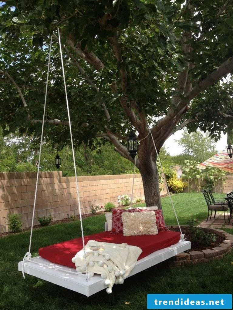 Rocking bed in the own garden