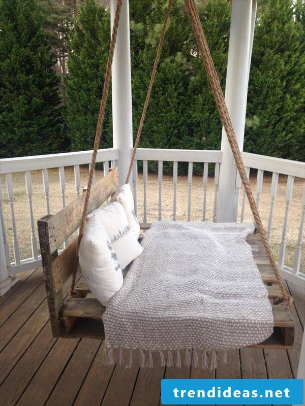 Liege on balcony - make hanging bed itself