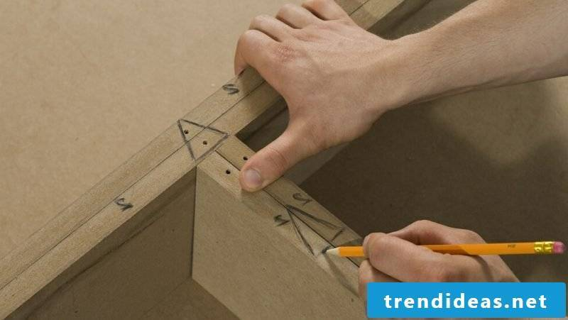 Build a TV wall yourself to make a shelf