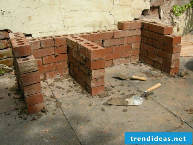 DIY stone barbecue in the garden build yourself firebrick
