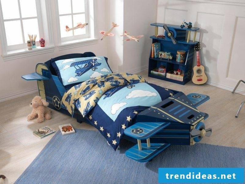 Child bed growing with airplane