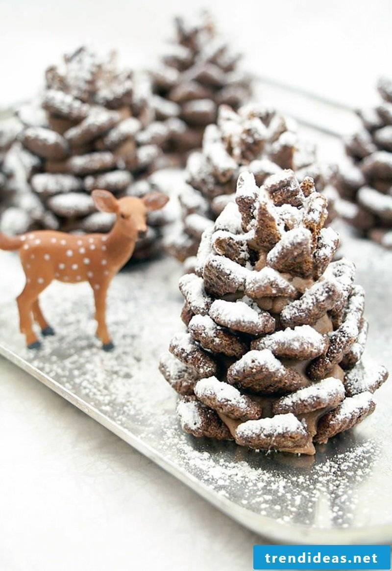 Make Christmas fireworks with pine cones