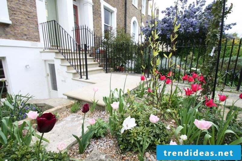 Kisgarten invest: Ideal front garden is with gravel and plants